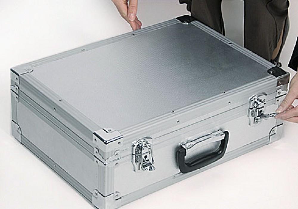 буклетница в чемодане